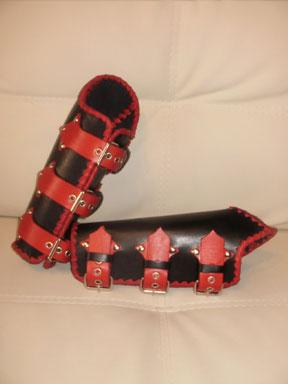 50. Кожаные наручи, закрывающие локоть (в чёрно-красном цвете).
