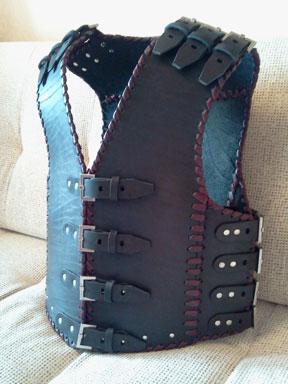 Купить кожаный байкерский жилет броня