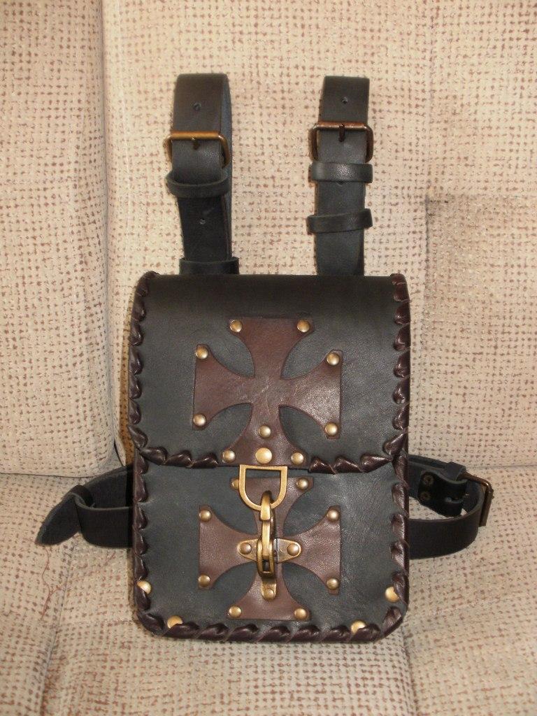 Вы можете купить байкерскую кожаную поясную сумку (подсумок) с креплением на ногу (тёмно-коричневые кресты и оплётка)...